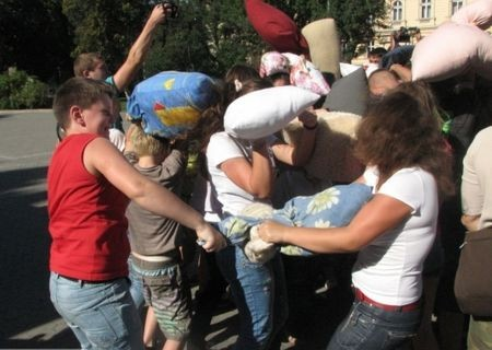 Битва подушками во Львове