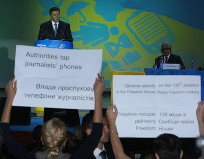 Акция активистов  движения Стоп - цензура во время речи Виктора Януковича.