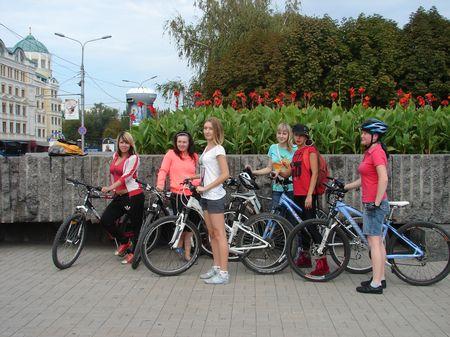 Велопарад красных платьев в Донецке