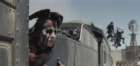 В «Одиноком рейнджере» Джонни Депп передвигается на вагонах с углём.