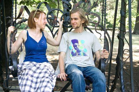 Иван Оносов и Лена Смирно из Питера оценили возможность свободного доступа к произведениям искусства  в Парке кованых фигур.