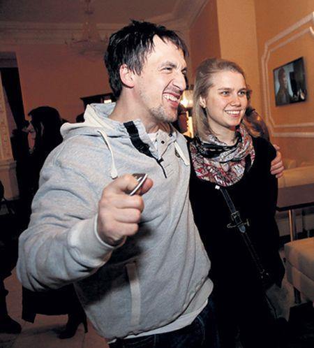 Актёры Артур Смольянинов и Дарья Мельникова умудрились две недели скрывать тот факт, что они поженились!