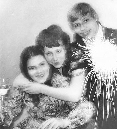 Встреча 1975-го нового года. Ни о каких петардах  тогда не слышали. И