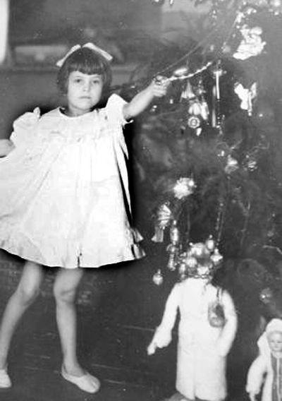 Чистяково-Торез. Снежинка  из 1953 года. Уже и того детского сада нет, а воспитанница свято хранит фото из