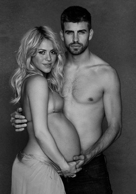 Накануне рождения первенца 35-летняя Шакира и 25-летний Пике устроили фотосессию.