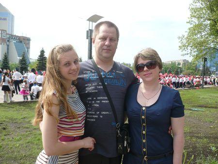 Майор Игорь Маминков прекрасно готовит.  На 8 Марта он порадует любимых женщин - дочь Вику и супругу Татьяну -  фирменной рыбой, фаршированной овощами.