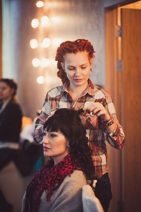 Фотомодель Анна Королева  известна в Донецке и как автор необычных причёсок.