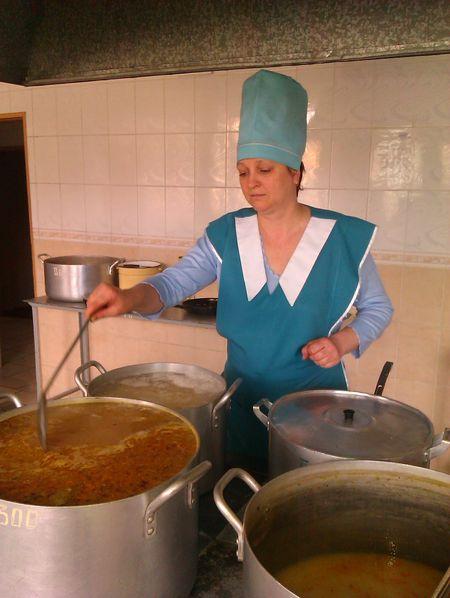 «И на свою семью, и на целую «роту»  обед нужно готовить с душой», - считает Людмила Саливон.