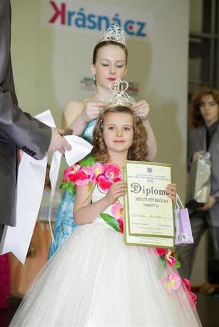 Семилетняя Иванна Браилко из Полтавы получила звание самой красивой девочки Европы. Её триумф состоялся на Международном конкурсе таланта и красоты для детей до 16 лет в Праге. Второклассницу наградили удивительной красоты диадемой, усыпанной камнями Сваровски.