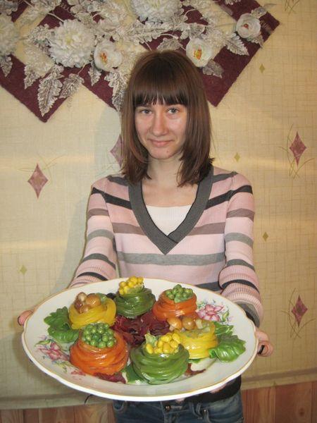 Вика Закутняя учится на повара-официанта. И уже может приготовить цветную пасту.
