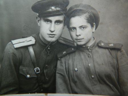 Сфотографировались на память Лидия и Евгений Боюн в Румынии, чтобы сразу после войны стать одной семьёй.