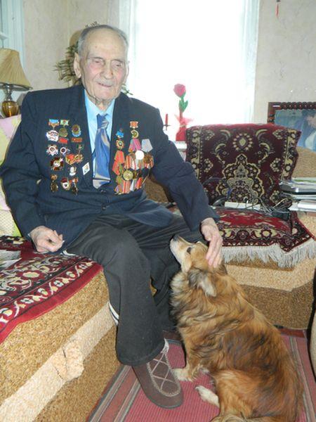 Есть у ветерана Клима Ивановича Аврамова старый надёжный друг,  которого так и величают - Дружок!