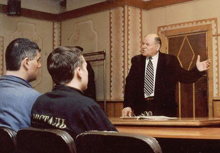 Профессор Владимир Тарасов регулярно проводит лекции для сотрудников мариупольских металлургических комбинатов «Азовсталь» и МК им. Ильича.