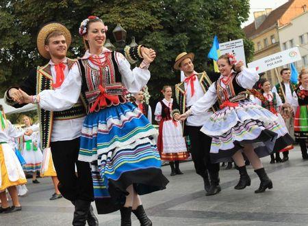 """Фестиваль """"Этновир"""" поможет вам познакомиться с культурой разных стран."""
