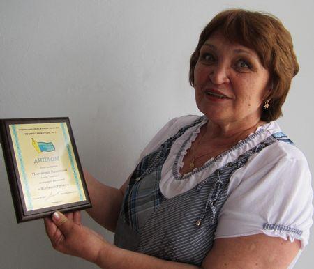 «Журналист года» -  собственный корреспондент «Донбасса» Валентина Постнова привезла из Киева высокую награду.
