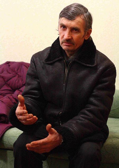 Родной брат Виктора Николай Мусихин говорит: «Рад бы приютить страдальца, да негде.  В крохотной квартирке мы ютимся с женой и детьми».