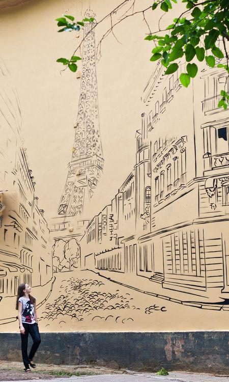 Стену двухэтажного дома шахтёрской столицы по адресу: ул. Щорса, 32 теперь украшает Эйфелева башня, нарисованная в утончённой манере. Новый стрит-арт пришелся по вкусу романтически настроенным дончанкам.