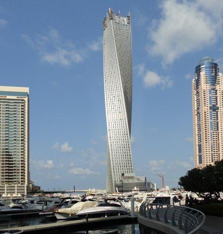 Самое высокое в мире жилое здание спиральной формы «Инфинити Тауэр» с 90-градусным поворотом по оси относительно основания открылось в престижном районе «Дубай Марина» крупнейшего города ОАЭ. Полностью меблированный 73-этажный архитектурный шедевр высотой 306 метров возводился в течение семи лет.