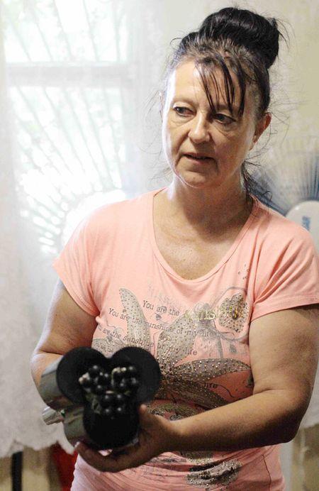 Начальник службы эксплуатации КП Ирина Шехали: «Часто в работе для отлова животных мы используем вот такие сети».