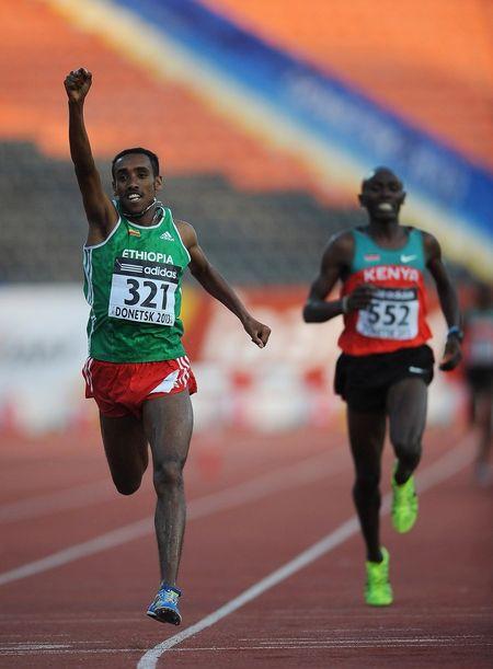 Эфиопский рекордсмен Мересса Касай финишировал,  как Данко  с воображаемым горящим  сердцем.