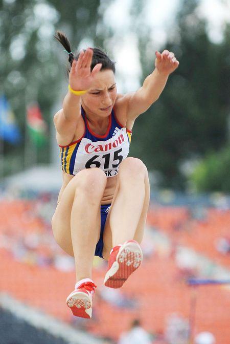 Лёгким движением ног  Флорентина Маринцу превращает  обычный тройной прыжок в золотой.