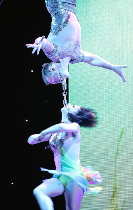 В Мариуполе День металлурга отметили парадом ретромобилей, выступлением звёзд  эстрады, песочным шоу и ярким акробатическим представлением. Сердца зрителей покорили воздушные гимнасты из Киева, выполнявшие сложные и опасные трюки.