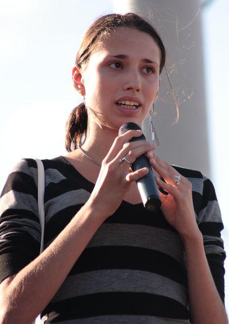 Выпускница детдома Ольга Бабина крайне возмущена решением сессии  о реорганизации учреждения.