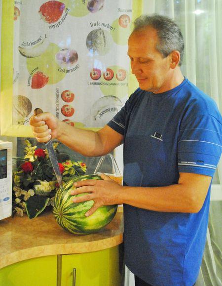 У Александра Ковальчука со здоровьем всё в порядке,  так что арбуз они с друзьями съедят с удовольствием.
