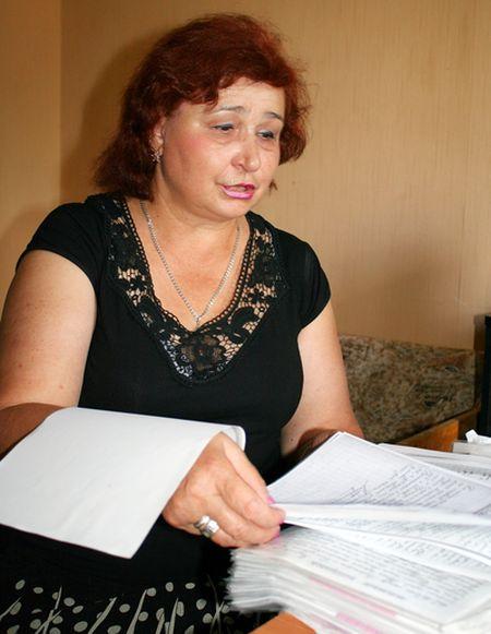 Татьяна Редченко с уникальной рукописью.