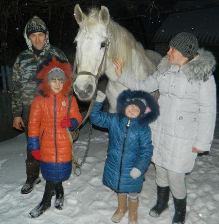 Семья Таган считает, что их Муха не только трудолюбивая,  но и очень красивая лошадь.