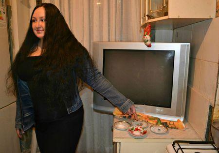 Каждый год Алина Кайтукова гадает на блюдцах и верит: с их помощью можно узнать о важном событии в жизни.