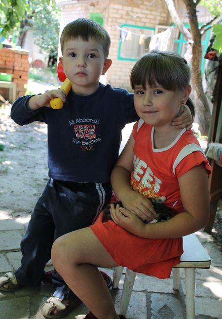 Вот они, вымоленные  у иконы Божьей матери детки - Полина и Лёвушка.