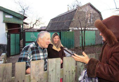 Соседи Анатолия Екатерина и Николай переживают  о нём, очень жалеют, что так сложилась судьба инвалида.  Он, считай, от рождения наказан, но судьба куражится  до сих пор.