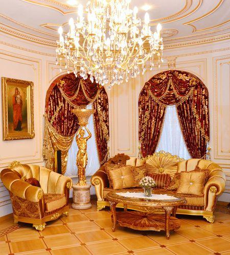 От обилия золота в имении Виктора Пшонки  рябит в глазах.