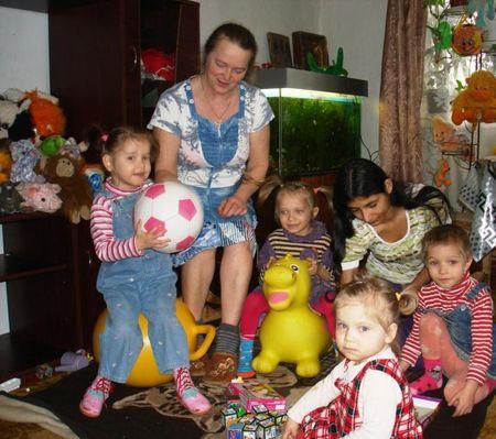Днём на хозяйстве с мамой, Надеждой Фёдоровной,  в семье  Джанибековых остаются только малыши.