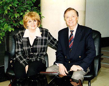 С ненаглядной женой Александрой, которой он в юности писал такие же нежные письма, как его Сухов - незабвенной Катерине Матвеевне.