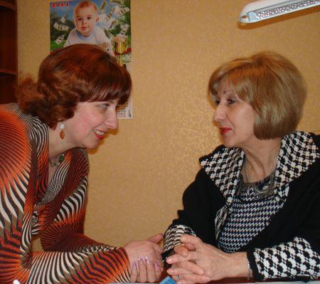 Специалист службы по делам детей горсовета Горловки Оксана Быкова и её начальник Елена Лукьянчук много делают для того, чтобы осиротевший ребёнок нашёл новую семью.