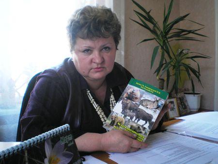 Марина Полуместная предостерегает жителей района от рисков содержания в подсобном хозяйстве свиней. Любых: белых, чёрных, вьетнамских.
