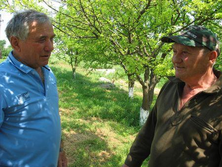 Леонид Дмитриев и Антон Яниев уверены - место свалок должны занять вот такие ухоженные уголки природы.