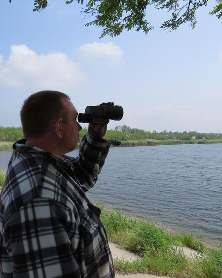 Общественный егерь Игорь Романенко осматривает заповедные берега, которые стали безлюдными.