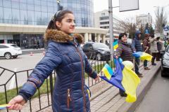 Донецкие патриоты построили живую цепь на глазах у пророссийских активистов