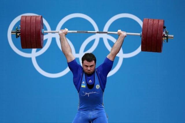 Жесткий штангист на олимпиаде 2012