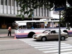 У севастопольского троллейбуса на ходу отвалилось колесо (ФОТО)