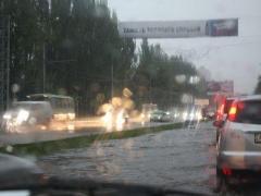 Улицы Донецка после ливня превратились в реки (ВИДЕО)
