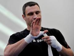 Виталий Кличко подписал контракт на бой в Москве