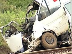 В Баку автобус столкнулся с поездом: семь человек погибли