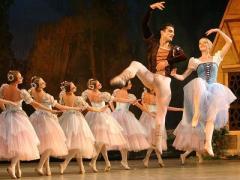 Донецкий театр отмечает юбилей в компании... призрака