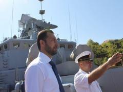 """Моряки """"Донбасса"""" получили подарки от Донецкого облсовета (ФОТО)"""