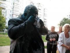 В Харькове кандидата в депутаты облили зеленкой (ВИДЕО)