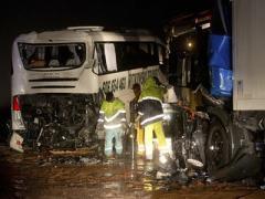В Германии грузовик врезался в автобус со школьниками